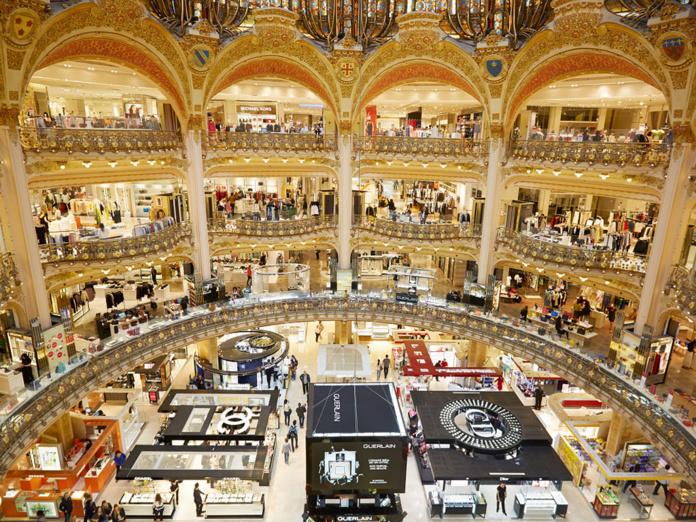 Projet de cessation d'activité des 11 agences de voyages Galeries Lafayette Voyages - Depositphotos.com AndreaA