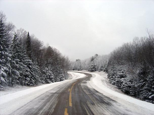 En cas de paralysie du trafic dû à la neige, l'agent de voyages devra proposer à son client une solution de report ou le remboursement du trajet - DR : Photo-libre.fr