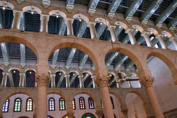 La somptueuse Grande Mosquée de Damas. édifiée dans la vieille ville romaine de Damas devenue capitale de l'empire omeyyade. Elle se situe à l'emplacement de l'ancienne église Saint Jean le Baptiste (IVe siècle), qui elle-même avait été construite sur un ancien téménos romain dédié à Jupiter. (source Wikipedia) /photo JDL