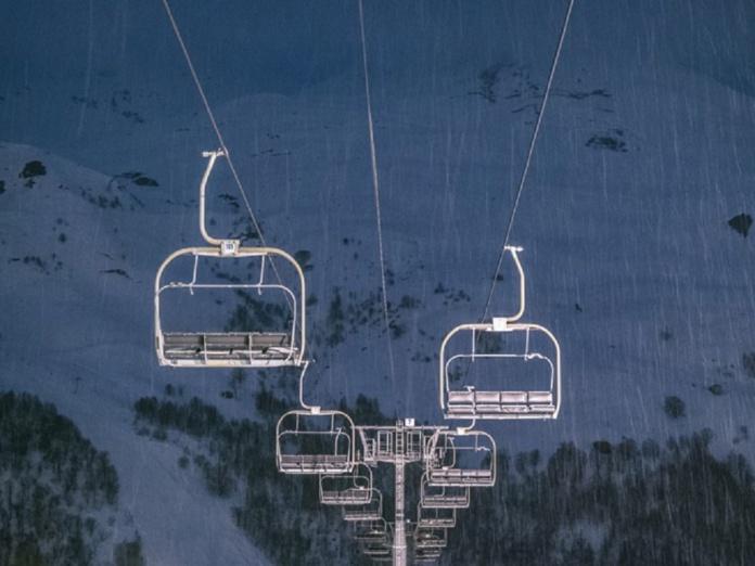 Jean-Baptiste Lemoyne a prévenu les pros de la montagne quant à non réouverture des remontées - Crédit photo : Depositphotos