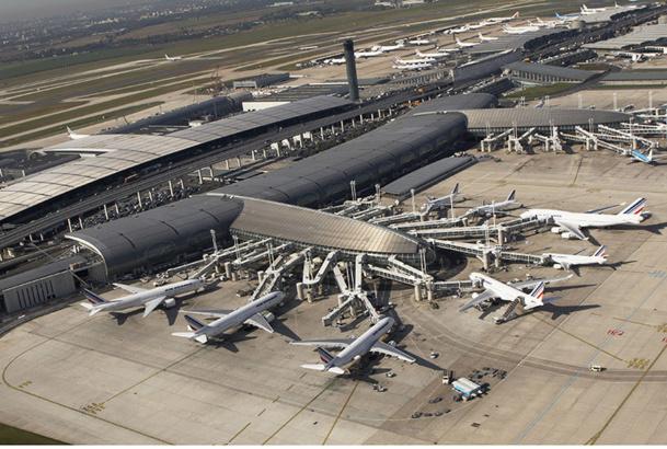Le préparateur de vols est en contact avec de multiples intervenants (agents de piste, avitailleurs avions, autorités aéroportuaires, personnel navigant, personnel d'escale...) pour contrôler toutes les opérations d'escale - DR Michel Urtado, Air France