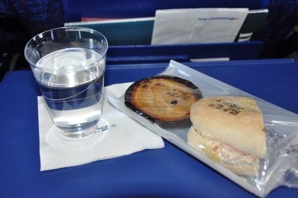 De toute façon, sur un vol de dix ou onze heures, ça sera pas si grave d'attendre un peu pour se faire servir un vague sandwich… /photo dr
