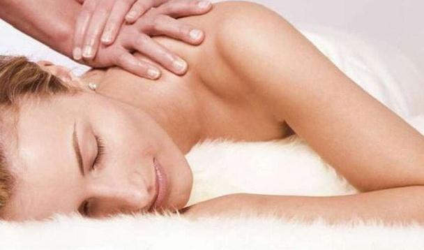 Le massage anti-jet lag permet de relaxer, relancer la circulation sanguine et lymphatique, dénouer les tensions musculaires. DR