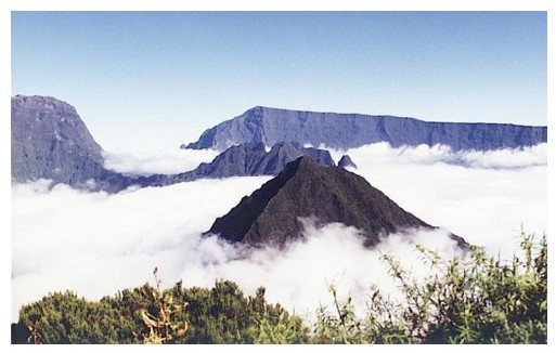 Photo : Reunion island in the sky, copyright User:ddwiki, 2005