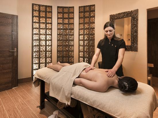 Le spa Nohem tient surtout du centre de relaxation où l'on peut aller se faire masser après avoir dévalé les pistes et se réchauffer dans un des saunas. DR