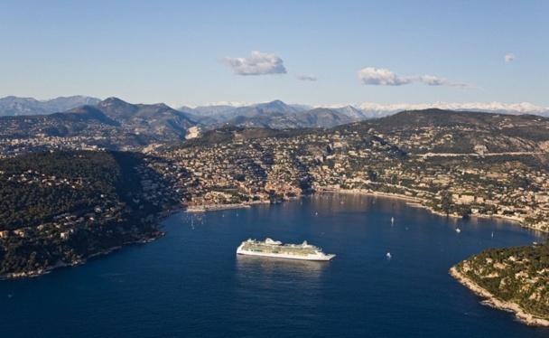 Le port de Villefranche-sur-Mer sur la Côte d'Azur - Photo Marc Paris