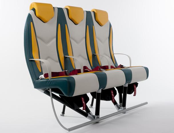 Titanium Seat est plus léger.  Avec ses 4 kg, contre 8 à 15 kg en moyenne pour un fauteuil standard d'une classe éco, il devrait ainsi permettre 3 à 4% d'économie sur le budget carburant d'une compagnie - DR