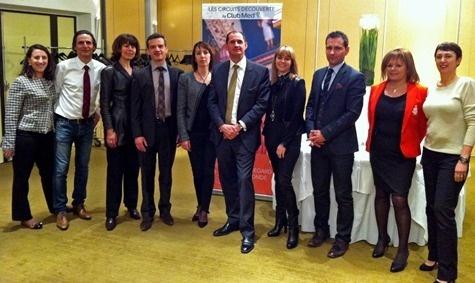 Jean-Pierre Lorente, Directeur général de Selectour Bleu Voyages, entouré de ses équipes et de la direction commerciale du Club Med - Photo DR