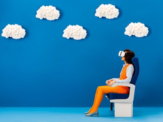 Retour sur l'atelier IFTM Top Resa autour du digital dans le voyage. Demain les voyageurs auront-ils tous la tête dans le masque de Réalité virtuelle ? - Crédit photo : Depositphotos @AndrewLozovyi