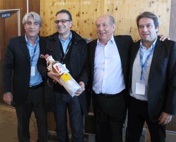 Bernard Benhamou, entouré de Lucien Salemi président de Challenge Tourisme, de Jean-François Alexandre DG Ditex, et Georges Rudas PDG d'Amadeus - Photo PC