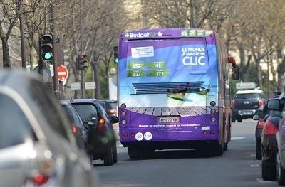 Les couleurs de BudgetAir.fr sont déployées sur les bus de Marseille, Lyon, Toulouse et Paris en avril 2013 - Photo DR
