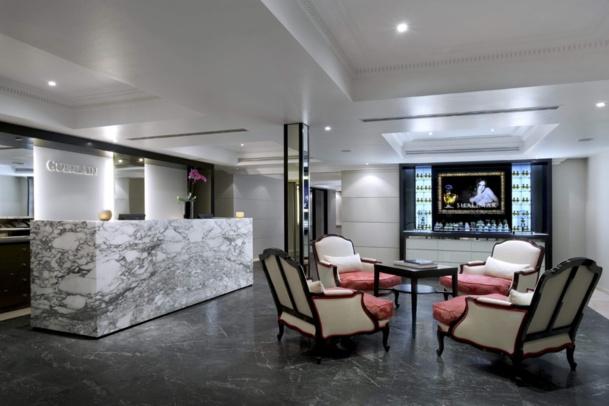 Entre ligne épurée et classicisme revisité, le spa du Trianon Place se marrie bien au voisinage. ©DR