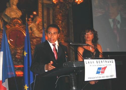 Léon Bertrand et son épouse lors des vœux dans l'historique salon Opéra du Grand Hôtel Intercontinental de Paris.