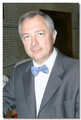 Agé de 48 ans, Philippe Brieu est titulaire d'un BTS de Tourisme et diplômé de l'INSEAD