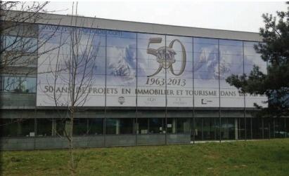 Le groupe a décorée la façade de son siège, près d'Annecy, pour célébrer son 50e anniversaire - Photo DR