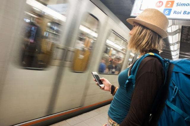Les voyageurs en itinérance devraient pouvoir appeler des numéros de services à valeur ajoutée, tels que les services d'assistance technique, les services à la clientèle des compagnies aériennes ou des compagnies d'assurance, voire des numéros gratuits, qui peuvent donner lieu à des frais imprévus en itinérance - DR : Commission européenne 2017