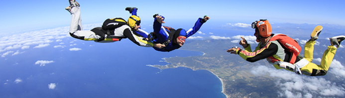 © Ecole de parachutisme du Valinco / Instants de pur bonheur à 4000 mètres au dessus du golfe du Valinco