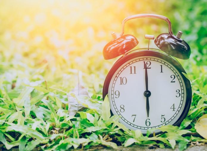 A La Réunion, le couvre-feu est abaissé à 18h et jusqu'à 5h à compter du vendredi 5 mars - DR : DepositPhotos, coffeekai