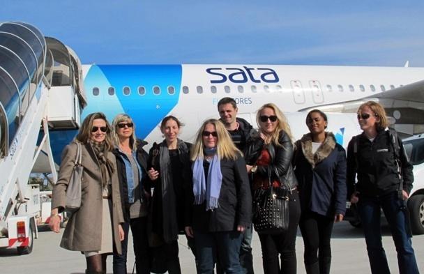 La délégation des voyagistes et organisateurs pose sur le tarmac à l'arrivée de la liaison inaugurale Paris-CDG/Ponta Delgada aux Açores /photo JDL
