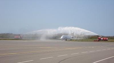 Les appareils de Volotea ont été accueillis par le traditionnel arrosage lors de leur atterrissage en Corse - Photo DR