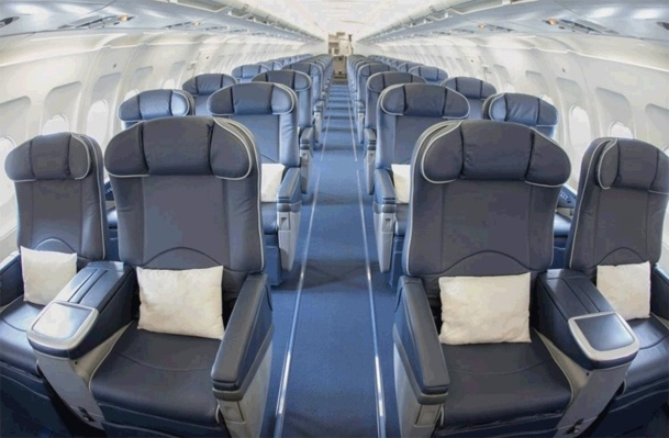 Cet appareil d'Avion Express a la particularité de pouvoir changer de configuration : 138 sièges en version éco pour le charter ou les missions d'ACMI, ou 56 fauteuils Business pour les opérations plus haut de gamme. - DR