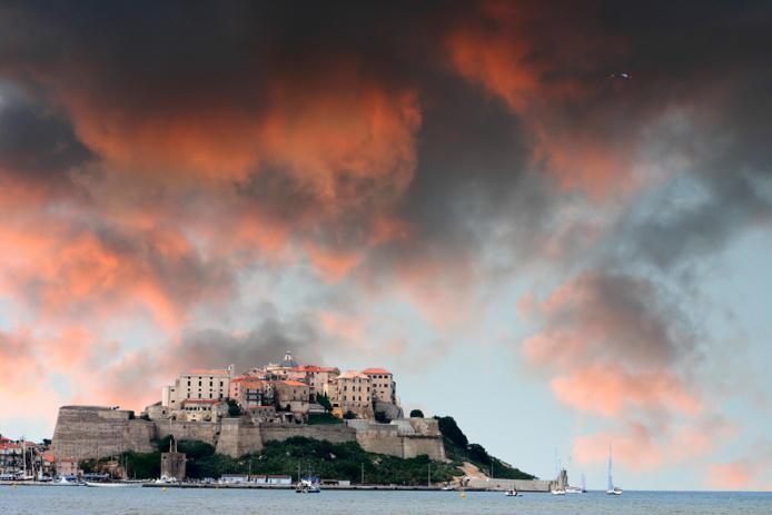 L'incomparable Ile de Beauté sublimée encore dans la nouvelle brochure d'Ollandini Voyages /crédit DepositPhoto