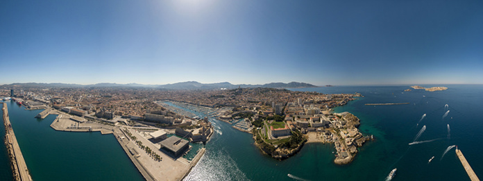 © humans and drones - Vieux port bleu - Marseille