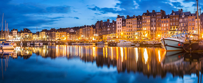 © rochagneux/Fotolia.com - Honfleur de nuit panoramique
