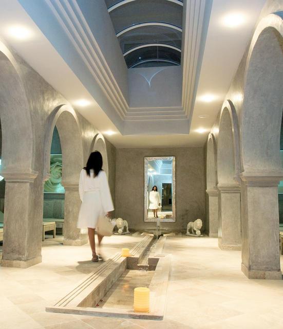 """En Tunisie, le Spa de l'Edldorador Seabel Alhambra Beach Golf & Spa s'étend sur 2000 m², avec 12 cabines de soins, salon de coiffure, hammam, tisanerie, espace de relaxation, etc..et des forfaits """"Bien-être Tentation"""" sur 3 jours à 160 €. © Jet tours"""