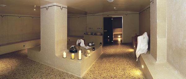 La Bastide des Bains propose un splendide hammam qui marie thermes romains et tradition orientale, parfait pour un après-midi avec une ado. ©DR