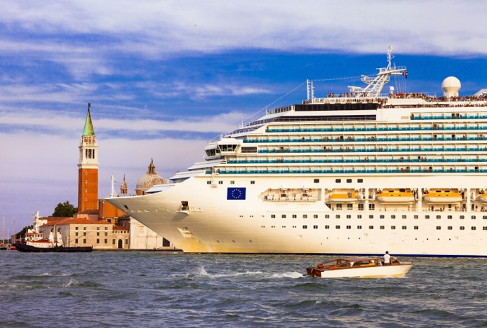 The Italian government has decided to relocate liners to the industrial port - Photo credit: Depositphotos @Maugli