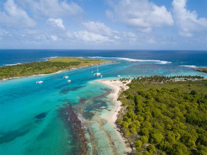 © Guillaume ARICIQUE/Comité du tourisme des Îles de Guadeloupe - La Réserve NATURELLE des îlets de Petite-Terre, LA DESIRADE