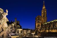 Cathedrale et place de nuit