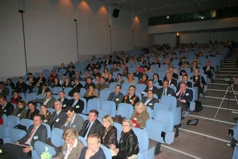 Une audience nombreuse mais pas franchement enthousiaste...