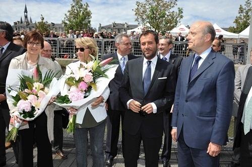 Brigitte Baldes, Ariane Massenet, Bernard Montiel, et M. Alain Juppé, Maire de Bordeaux, lors de l'inauguration du MS Cyrano de Bergerac, vendredi 17 mai 2013, à Bordeaux - Photo DR