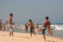 Au Brésil, le football est pratiqué et suivi par des millions de fidèles - Photo J.D.L.