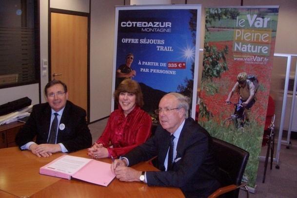 Signature de la convention entre le CRT Riveira Côte d'Azur l'Adt Var et l'agence britannique - Photo M.B.