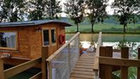 La toue cabanée © Les Lodges du canal de Bourgogne