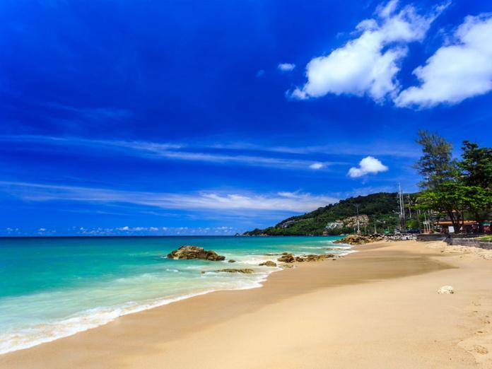 Phuket devrait être la première destination de Thaïlande à lever les exigences de quarantaine pour les touristes vaccinés dans le cadre du programme « Phuket Sandbox ». - Depositphotos.com dima266f