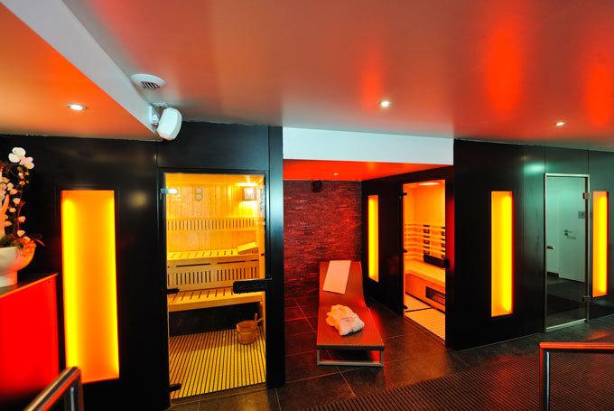 De plus en plus d'établissements bien-être se mettent aux couleurs, comme à l'Hotel spa Athena, à Strasbourg, qui propose un espace chromothérapie. © DR