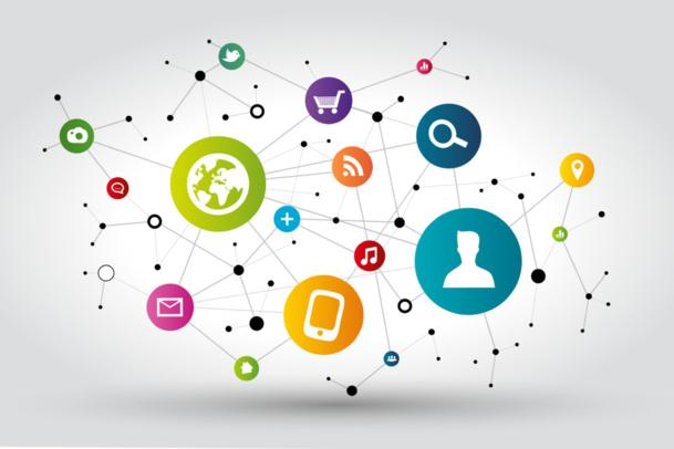 """""""Les médias sociaux, par leur côté public, représentent une formidable opportunité de démultiplier les impacts de la satisfaction d'un seul client."""" Image : © Julien Eichinger - Fotolia.com"""