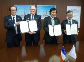 De gauche à droite : MM. Huwart et Mantei (ATF),  M. Idee (JTA) et M. Matsuyama (JNTO) - Photo DR