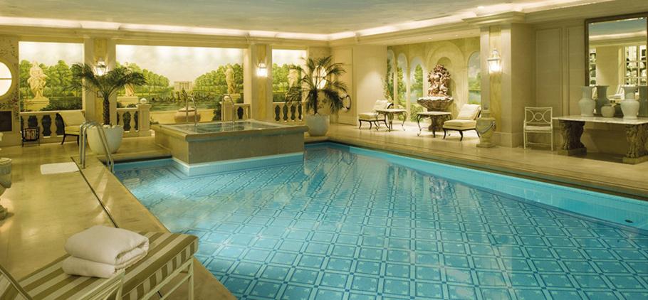 Créé au moment de la rénovation de l'hôtel, le spa du George V s'est inspiré du Versailles de Marie-Antoinette. ©DR