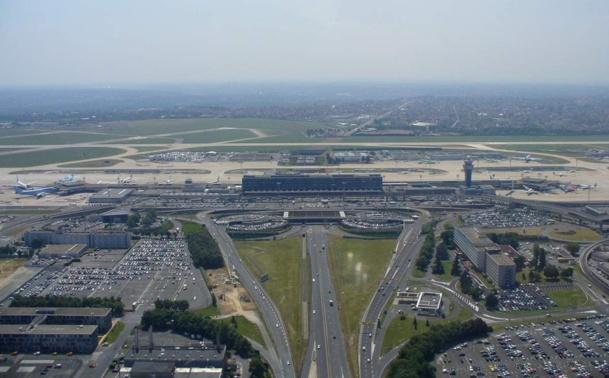 Dans la soirée du samedi 8 juin, des trombes d'eau s'abattent sur les pistes de l'aéroport d'Orly, contraint à la fermeture le temps de l'orage. 16 avions sont alors déroutés sur Charles de Gaulle et c'est le début des embrouilles.... - Photo DR