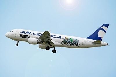 Un avion d'Air Corsica spécialement décoré pour le Tour de France 2013 - Photo DR