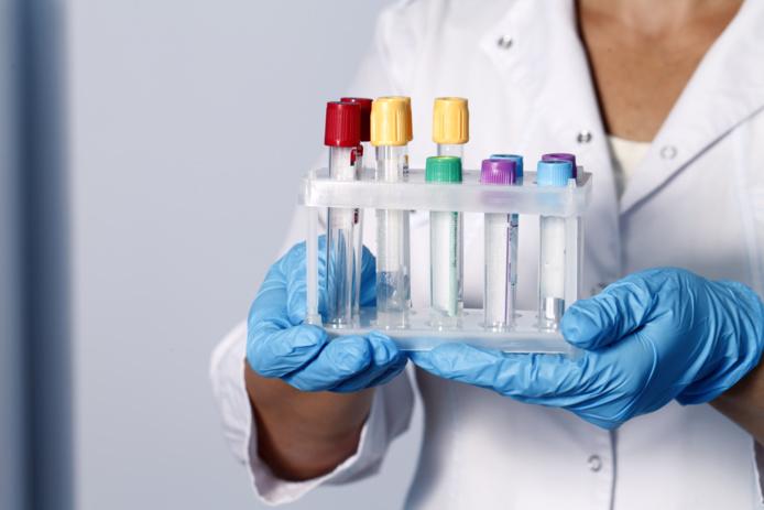 Les tests PCR retour sont un casse-tête pour les candidats au voyage/crédit DepositPhoto