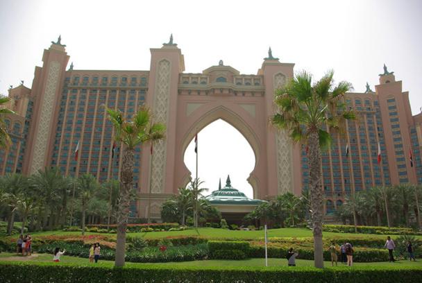 L'Atlantis, le mégalomaniaque hôtel au bout de The Palm (500 chambres, 20 restaurants, 3 km de plages) a annoncé l'ouverture pour août de nouvelles attractions aquatiques « extraordinaires » - DR