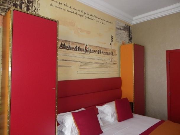 Les 42 chambres de l'hôtel Excelsior offre désormais une décoration originales sur le thème des transports - Photo DR