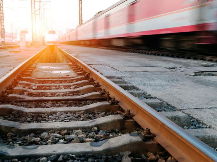 Le train a toujours bénéficié, malgré les accidents qu'il a provoqués à ses débuts, d'une excellente réputation. Il permettait des déplacements de masse à une humanité acculée à l'immobilité.  - Depositphotos.com gjp1991