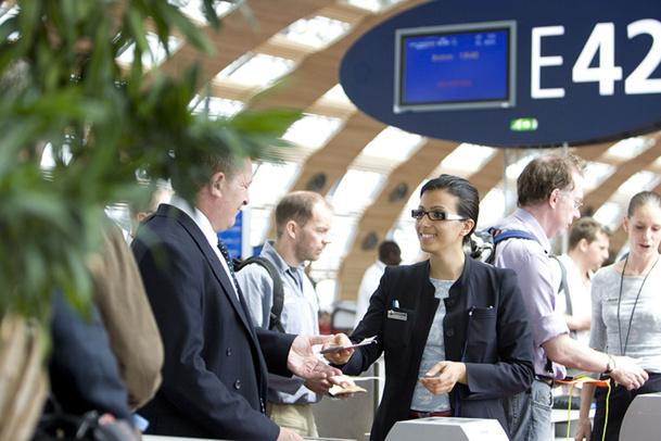 Les 19 000 employés en contact avec les voyageurs, sol et PNC, ont eu une première formation il y a deux ans et une piqure d'e-learning est en cours actuellement.   La leçon se décline en cinq attitudes de service - DR : Air France